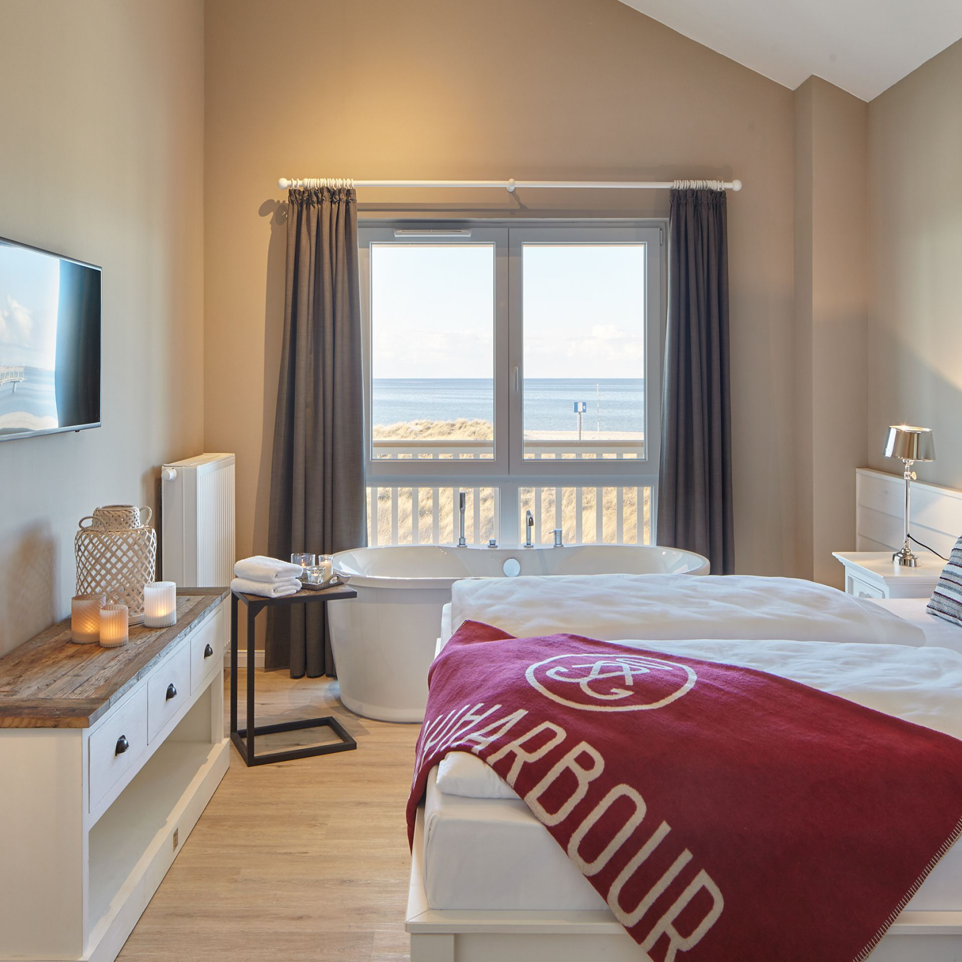 freistehende badewanne schlafzimmer, ocean l mit freistehender badewanne - beach motel heiligenhafen, Design ideen